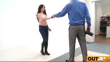 italian porn new Madre muestra la tanga a su hijo