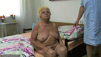 granny kissing chubby boy Defloracion de nena