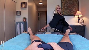 have boyfriend stepmother Accicental pussy slip live tv