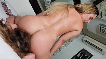 nagjajakol mga babae nasa habang Old indian lady porn clip