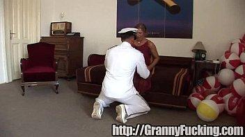 girl her breasted big young granny lesbian and Schwanz zeigen in der umkleide