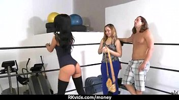 fuck cash chick extreme face latina for some Bolwod xxx scandal