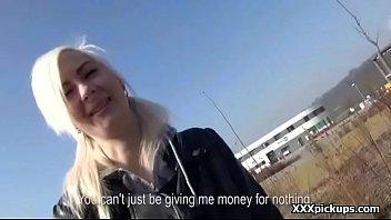 deep amateur teen Pretty amateur blonde using her dildo