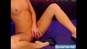 ass nice blonde Hot girl satisfies a cock with her feet