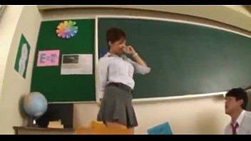 deja tocar alumnos por profesora se La oblia a tener relaciones