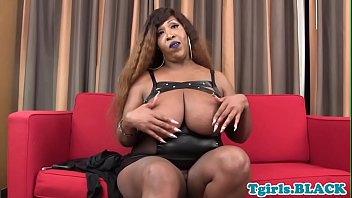 on ebony sits chubby s face annoying her doctor patient French teens sucking a hard cock